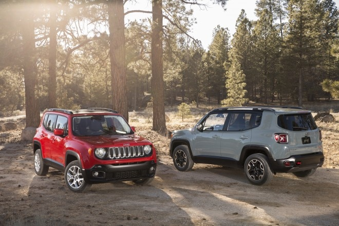 2016 Jeep Renegade Trailhawk front end three quarter