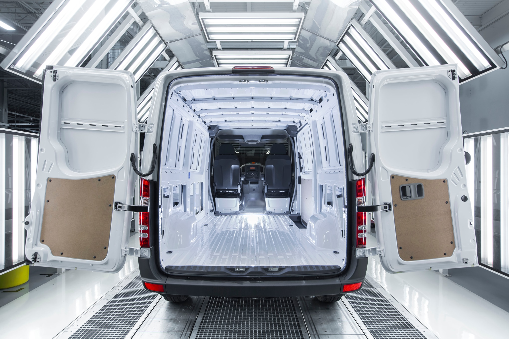 Mercedes Benz Sprinter Worker Offers Van Capability For