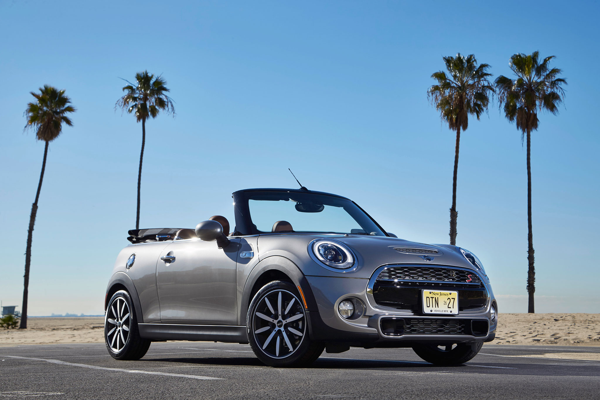 2016 mini cooper s convertible first drive automobile magazine. Black Bedroom Furniture Sets. Home Design Ideas