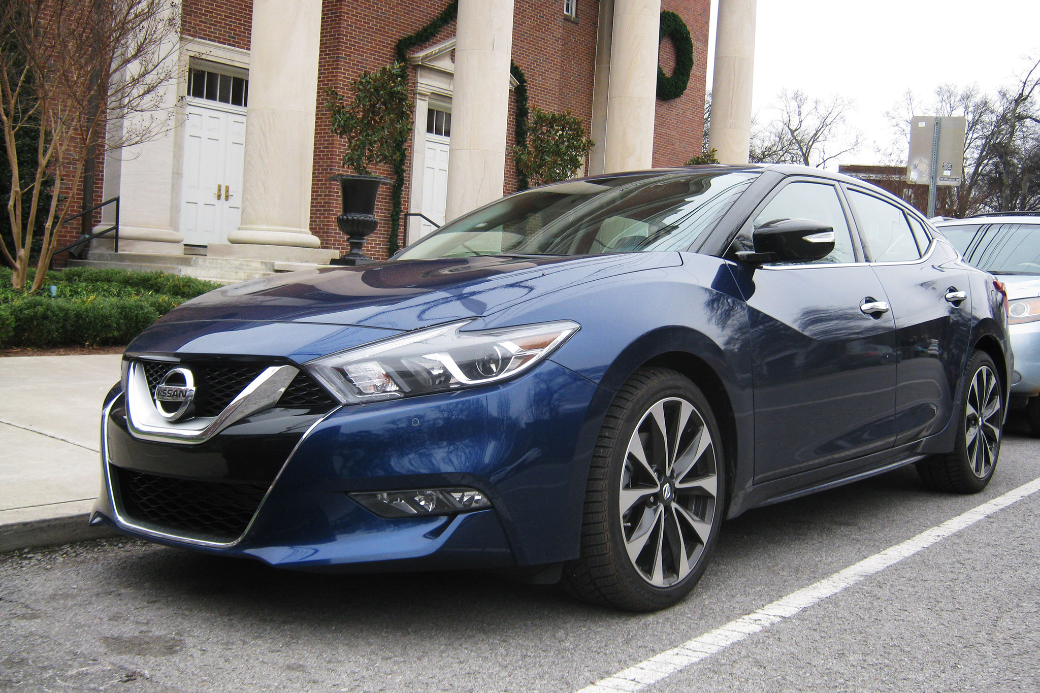 2016 nissan maxima sr off to a strong start automobile magazine. Black Bedroom Furniture Sets. Home Design Ideas