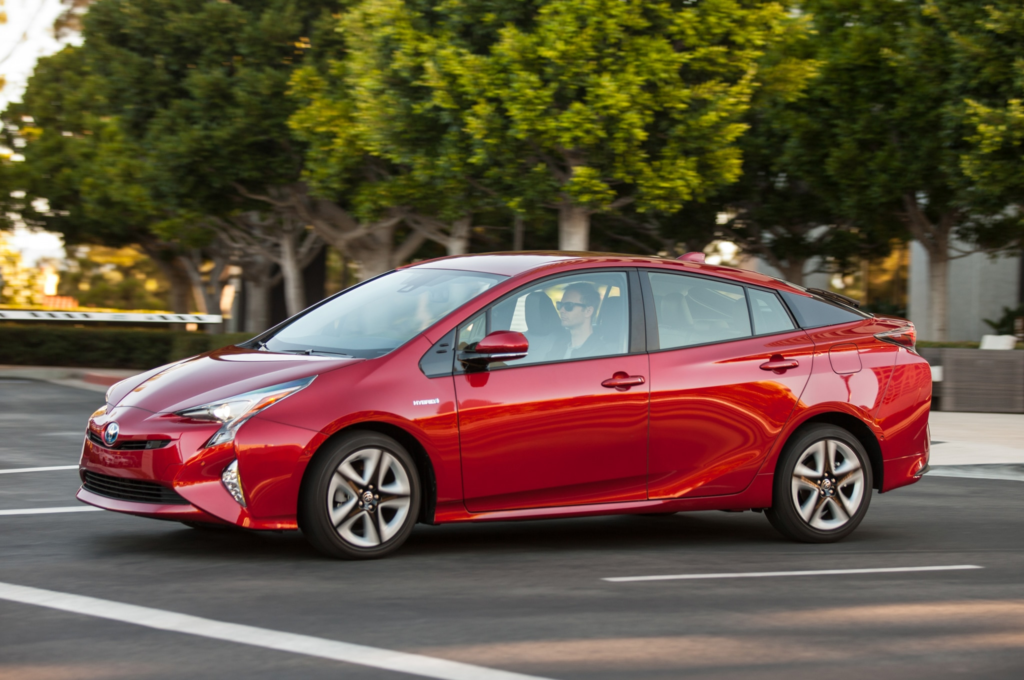 2016 toyota prius named iihs top safety pick. Black Bedroom Furniture Sets. Home Design Ideas