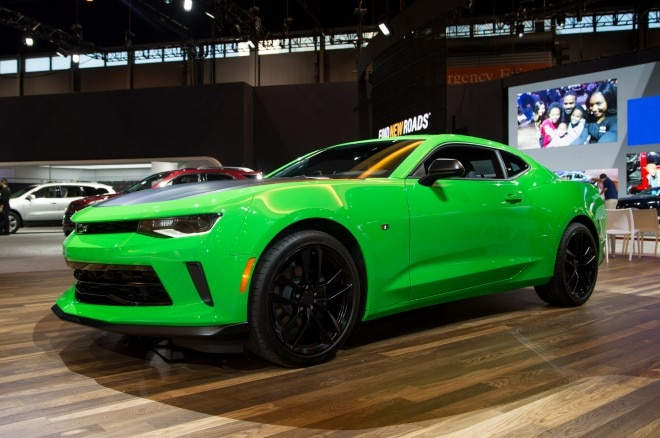 2017 Chevrolet Camaro 1LE front three quarters 1