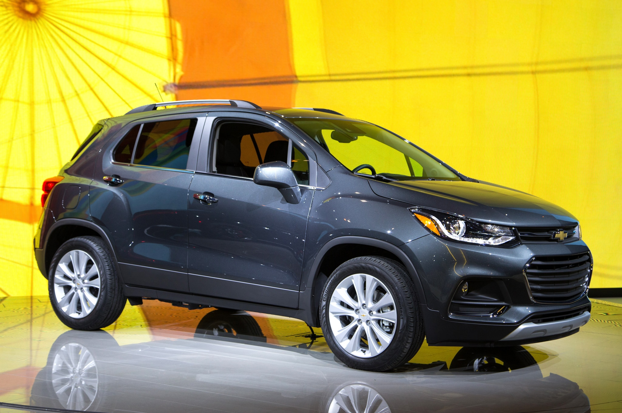 2017 Chevrolet Trax Front Three Quarter 02
