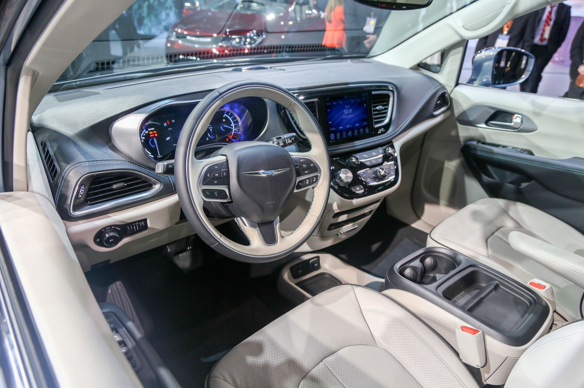 2017 chrysler pacifica first drive roadtest review - Interior pictures of chrysler pacifica ...