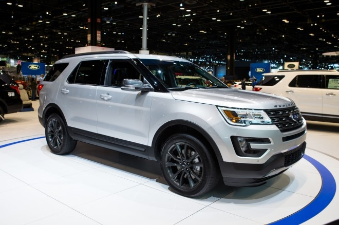 2017 Ford Explorer XLT Sport Appearance Package Front Three Quarter 660x438