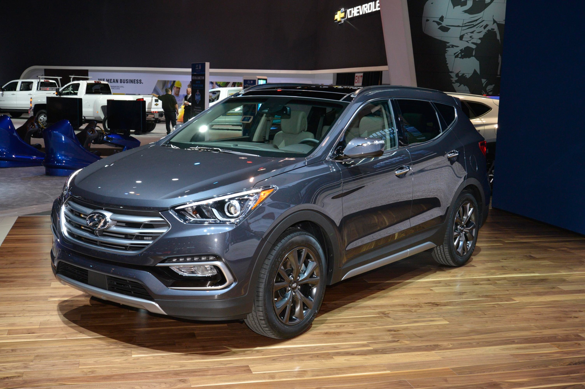 2017 hyundai santa fe santa fe sport refreshed gain more safety tech. Black Bedroom Furniture Sets. Home Design Ideas