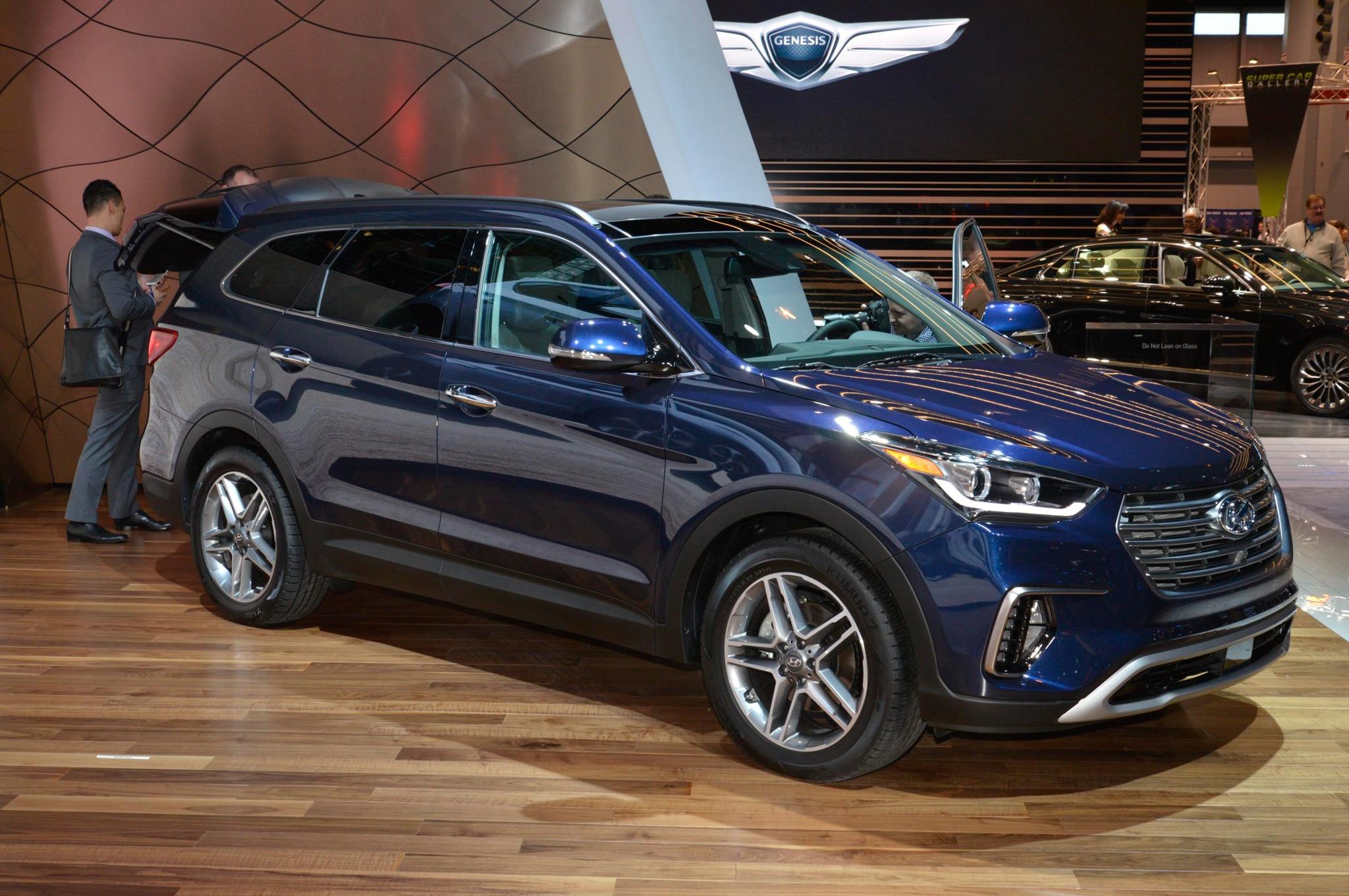 Hyundai представила обновлённый grand santa fe компания hyundai на автосалоне в чикаго (сша)