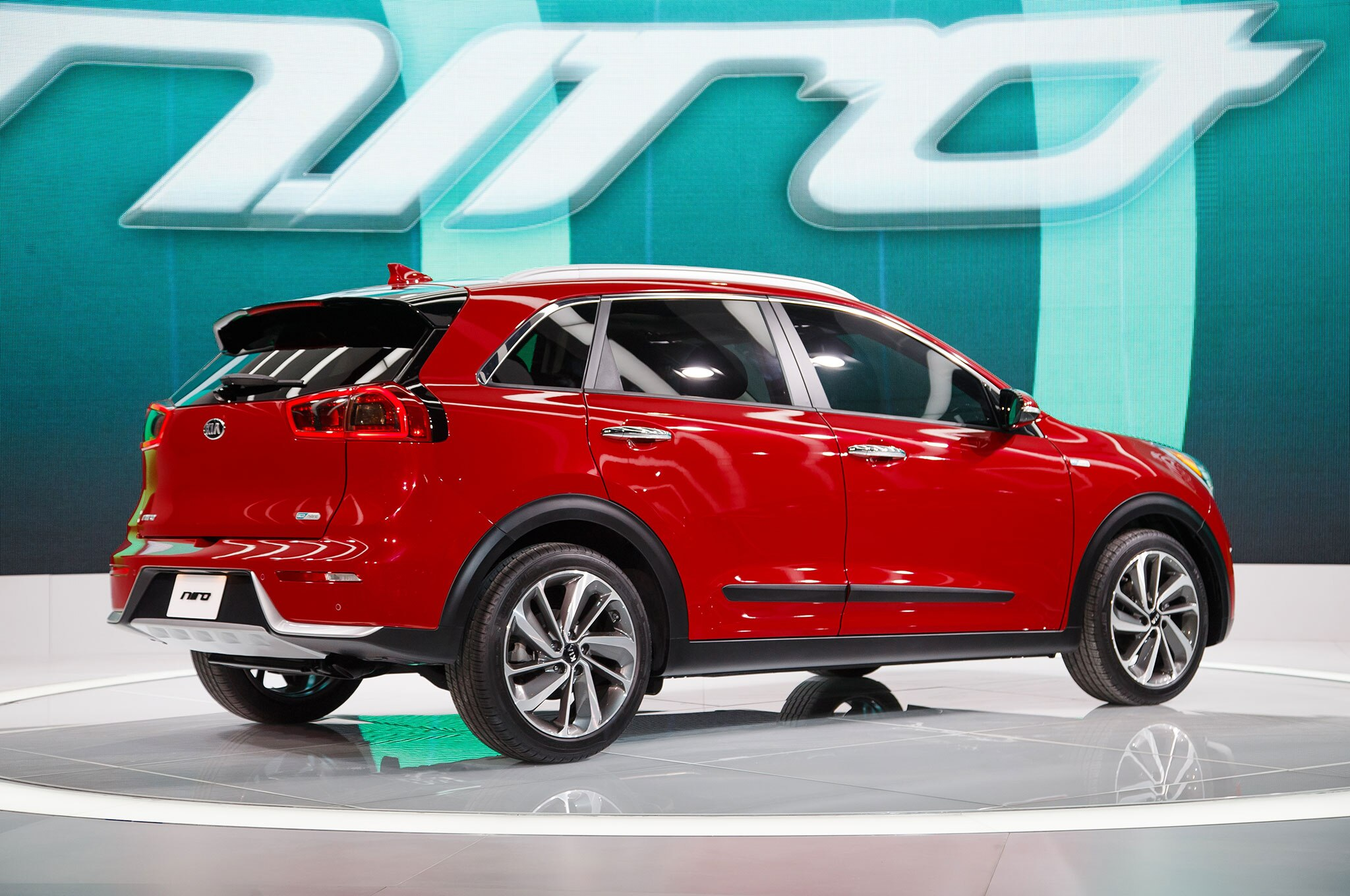 5 Things You Didn T Know About The 2017 Kia Niro Hybrid