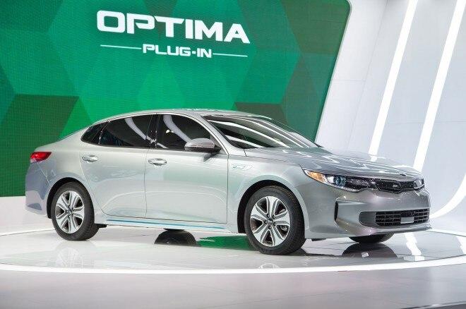 2017 Kia Optima Plug In Hybrid Front Three Quarter 02 660x438