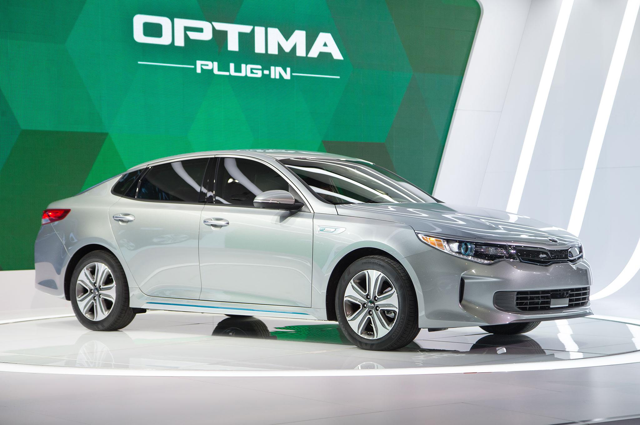 2017 Kia Optima Plug In Hybrid Front Three Quarter 02