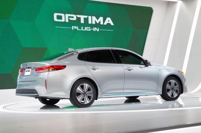 2017 Kia Optima Plug In Hybrid rear three quarter 01