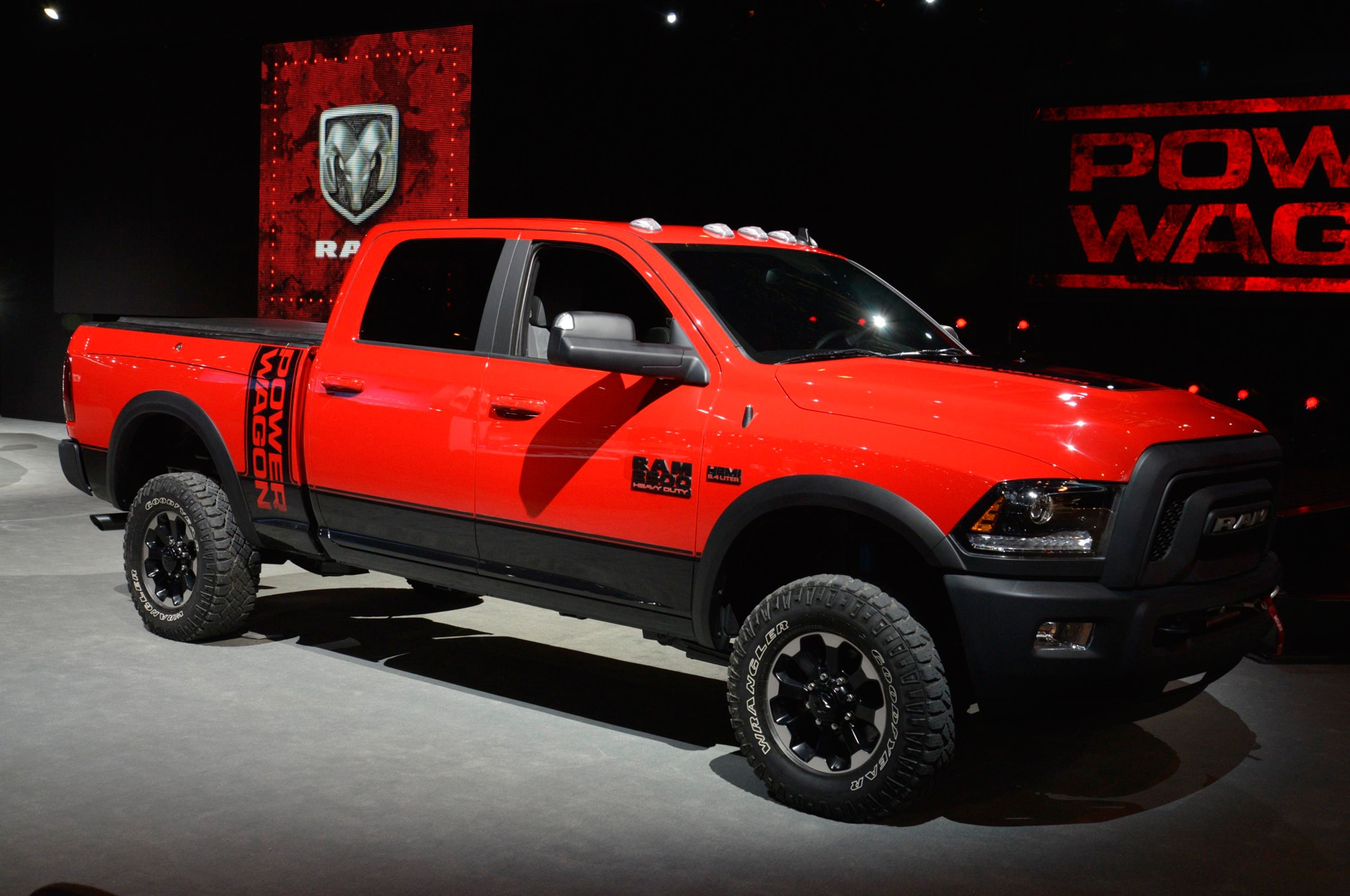 2017 ram 2500 power wagon adopts a rebel like face upgraded chassis. Black Bedroom Furniture Sets. Home Design Ideas