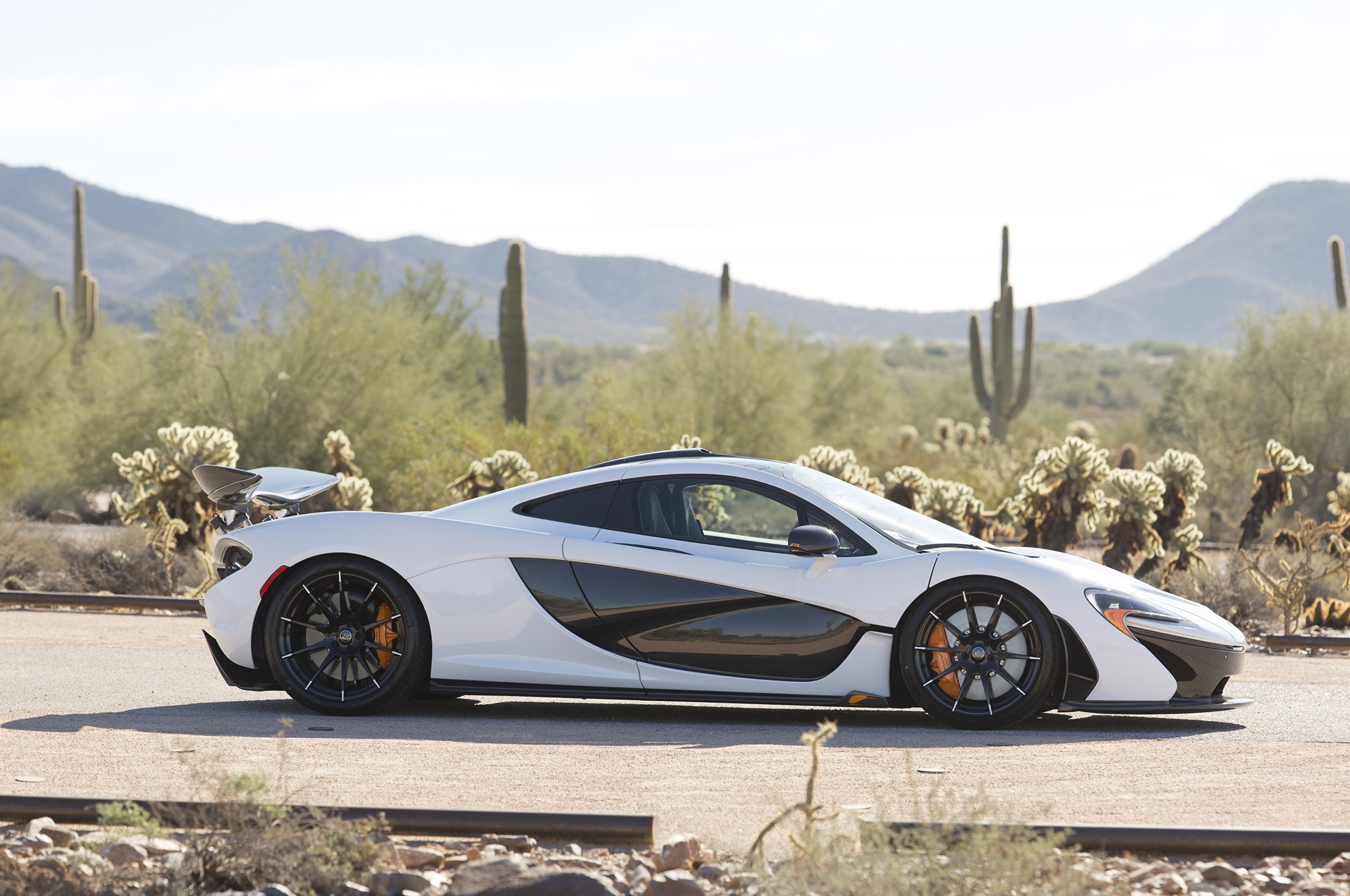 mclaren p1 sets record sale price at bonhams 39 2016 scottsdale auction. Black Bedroom Furniture Sets. Home Design Ideas