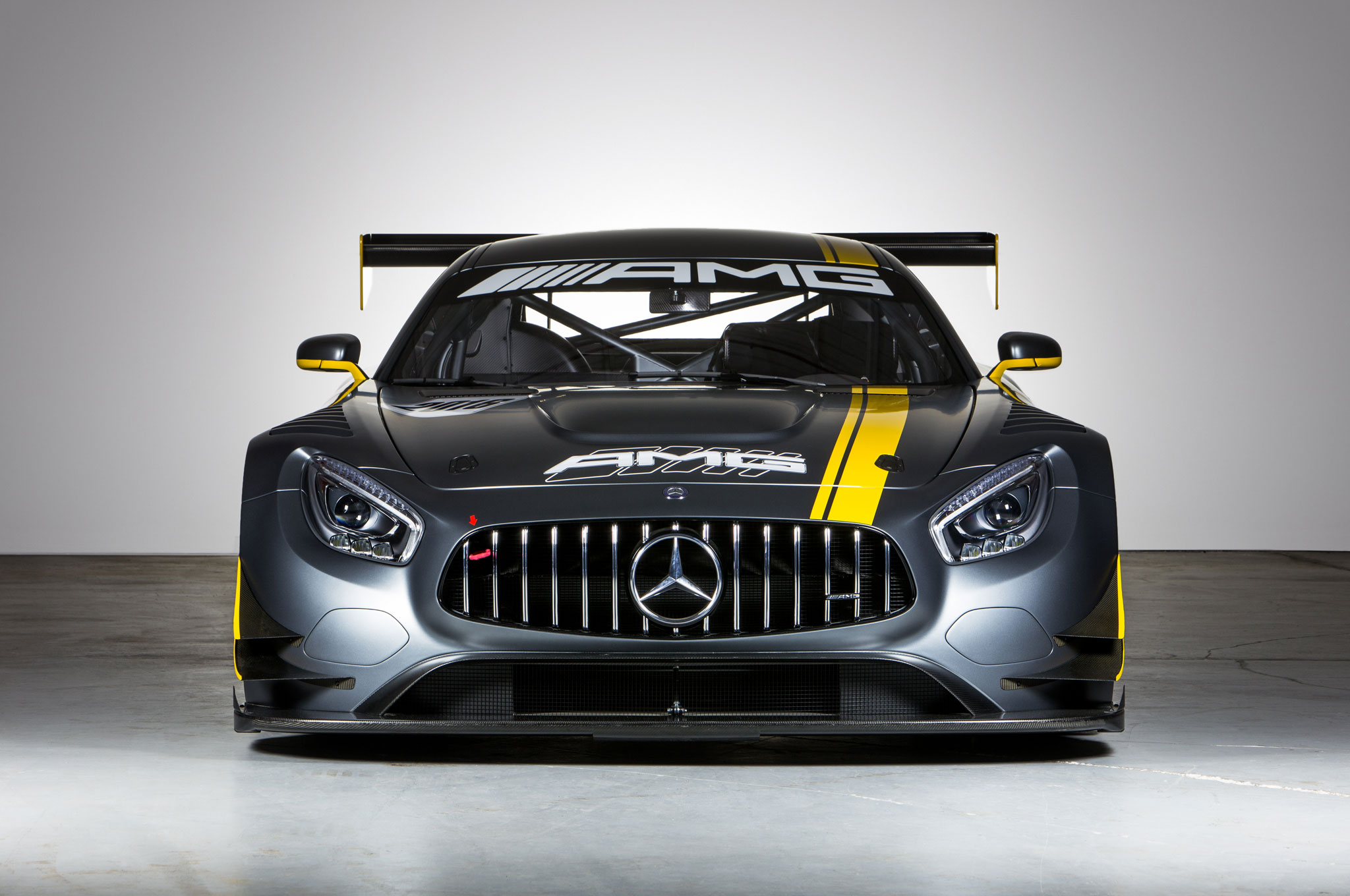 Mercedes amg cigarette racing reveal gt3 inspired boat in for Mercedes benz race car