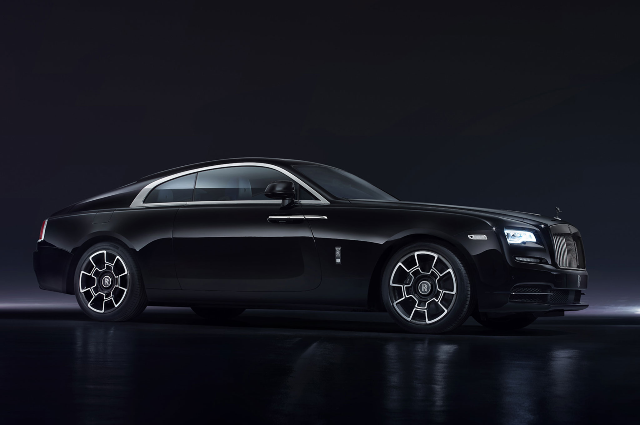 rolls royce launches statement making black badge at geneva. Black Bedroom Furniture Sets. Home Design Ideas