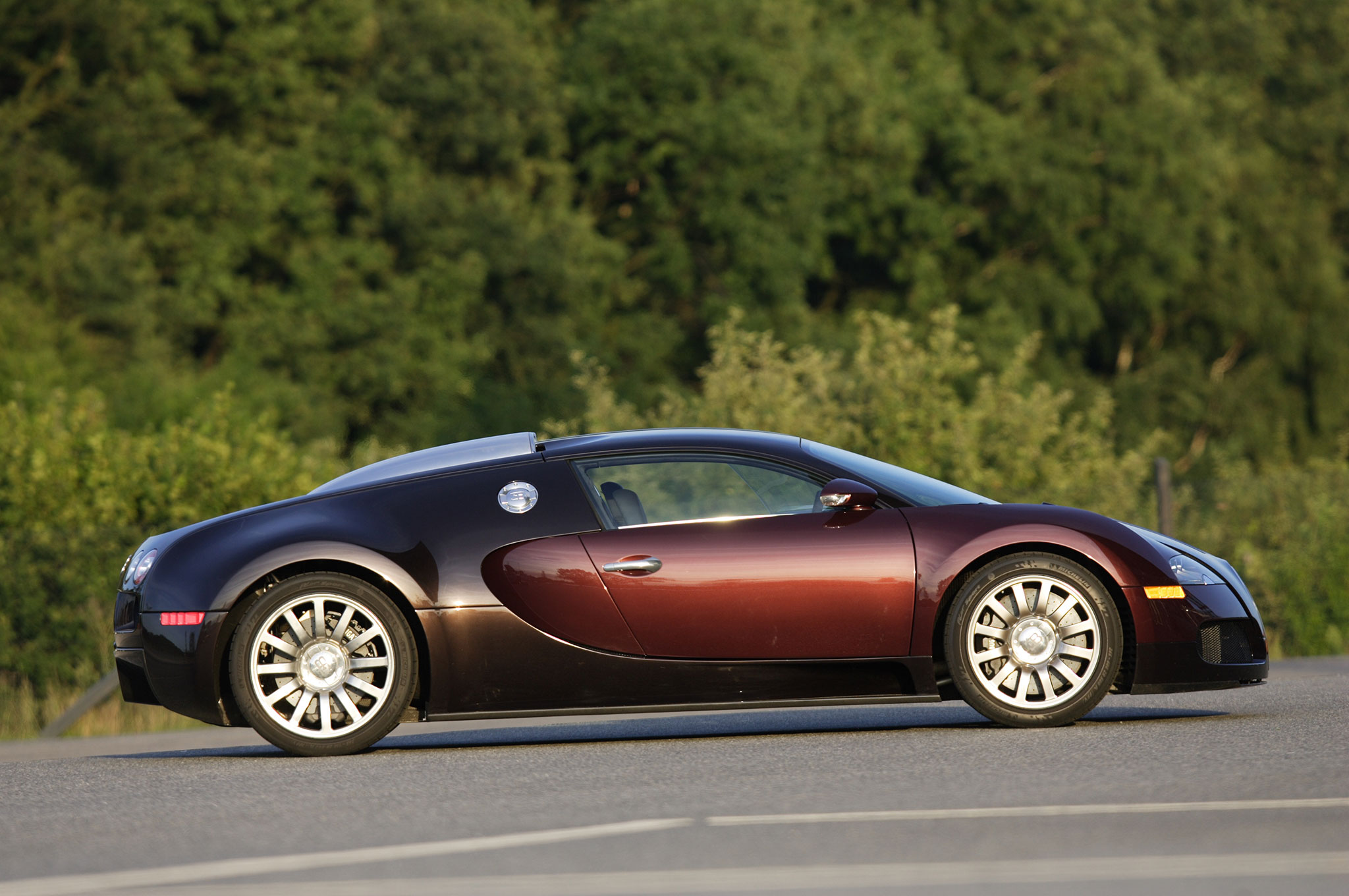 2005 bugatti veyron eb 16 4 review. Black Bedroom Furniture Sets. Home Design Ideas