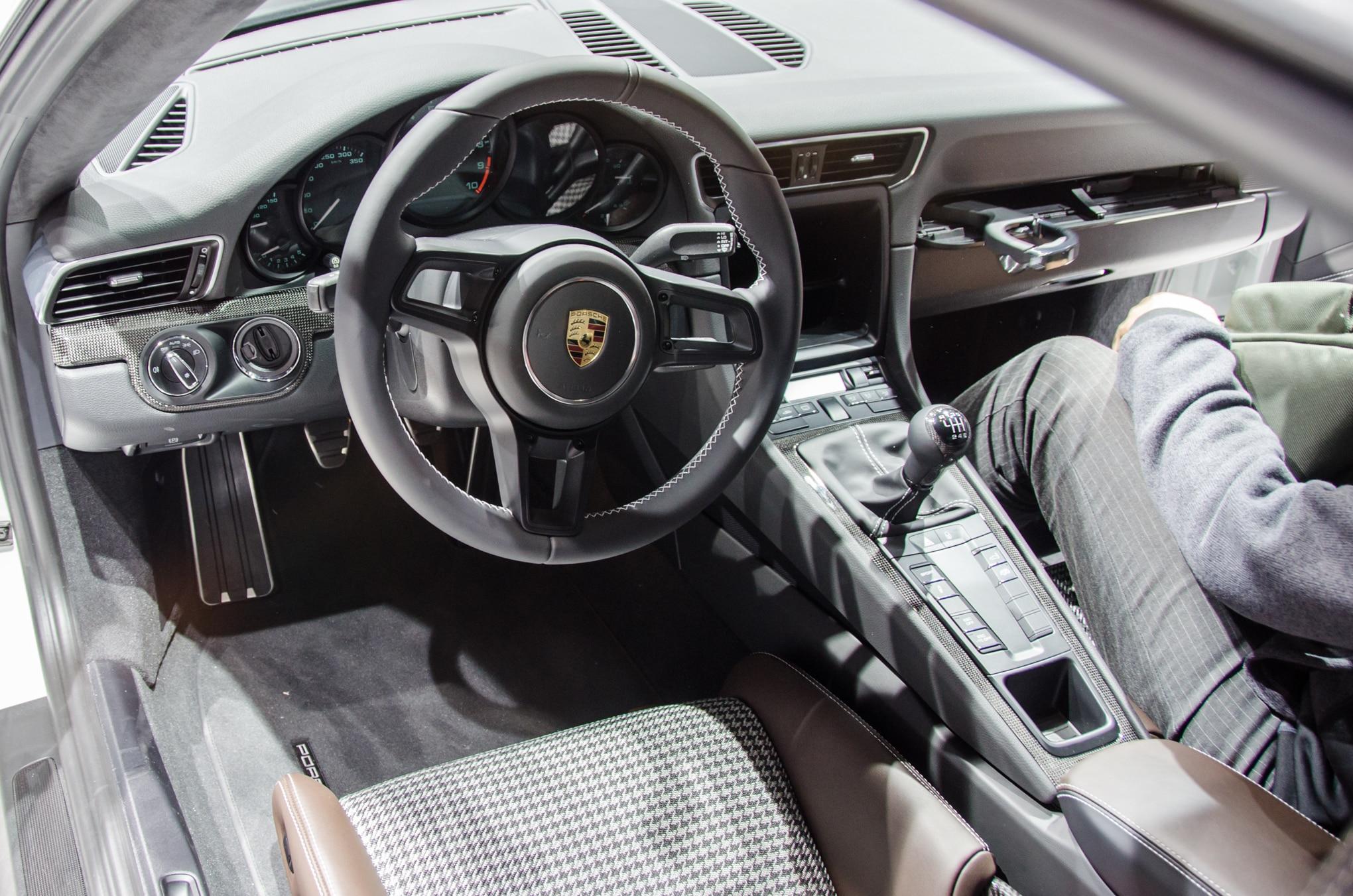 Porsche 911 r revealed with 500 hp lightweight body 6 for Porsche 911 interieur