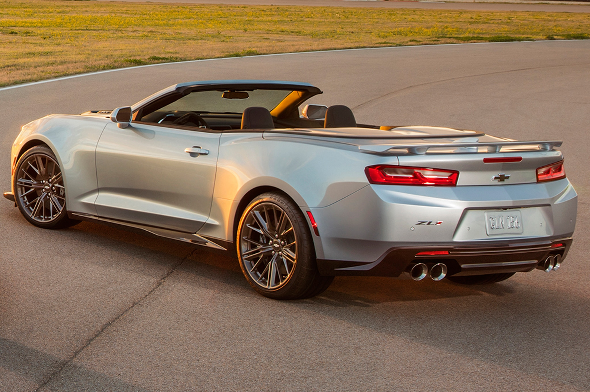 2017 chevrolet camaro zl1 convertible debuts at new york show