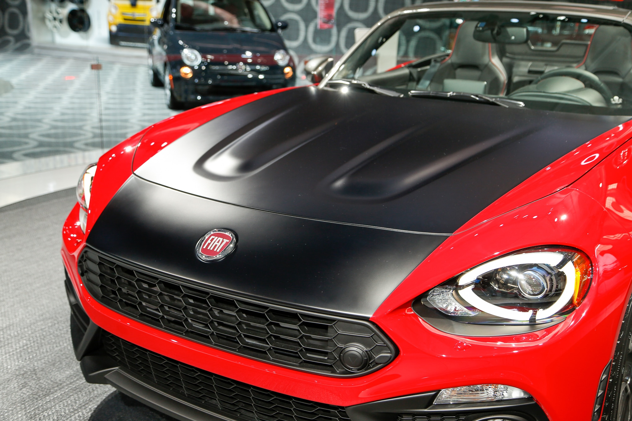 5 things to know about the 2017 fiat 124 spider abarth. Black Bedroom Furniture Sets. Home Design Ideas