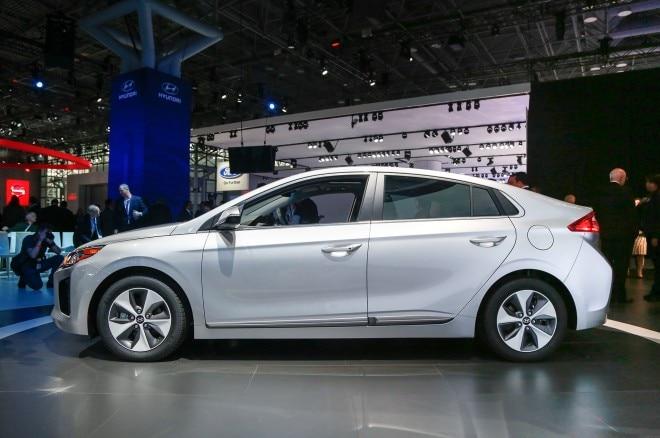 2017 Hyundai Ioniq Electric side profile