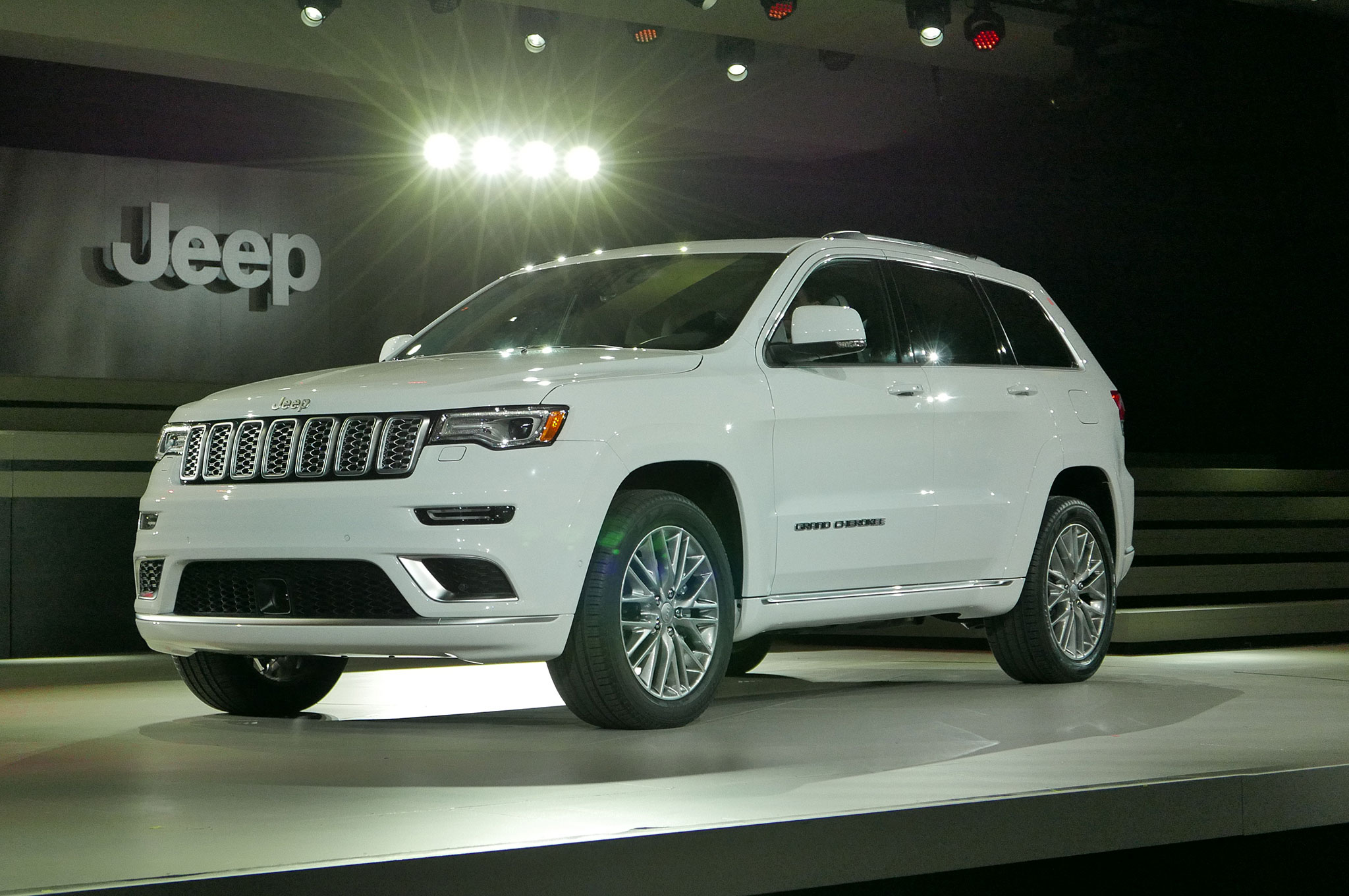 2017 jeep grand cherokee summit front three quarter 03. Cars Review. Best American Auto & Cars Review