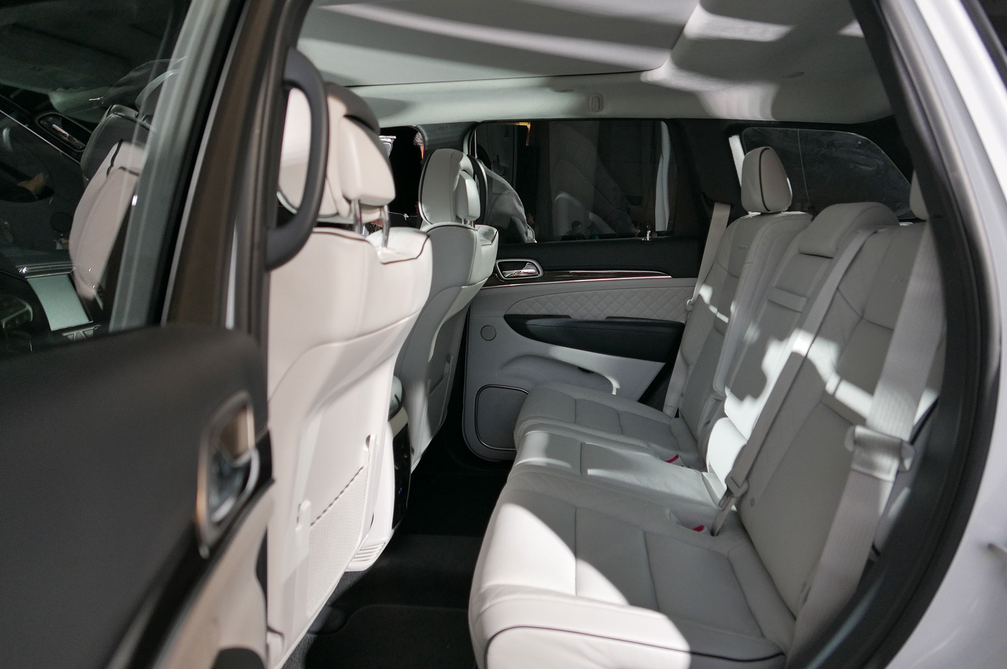 jeep grand cherokee seats how many auto cars. Black Bedroom Furniture Sets. Home Design Ideas