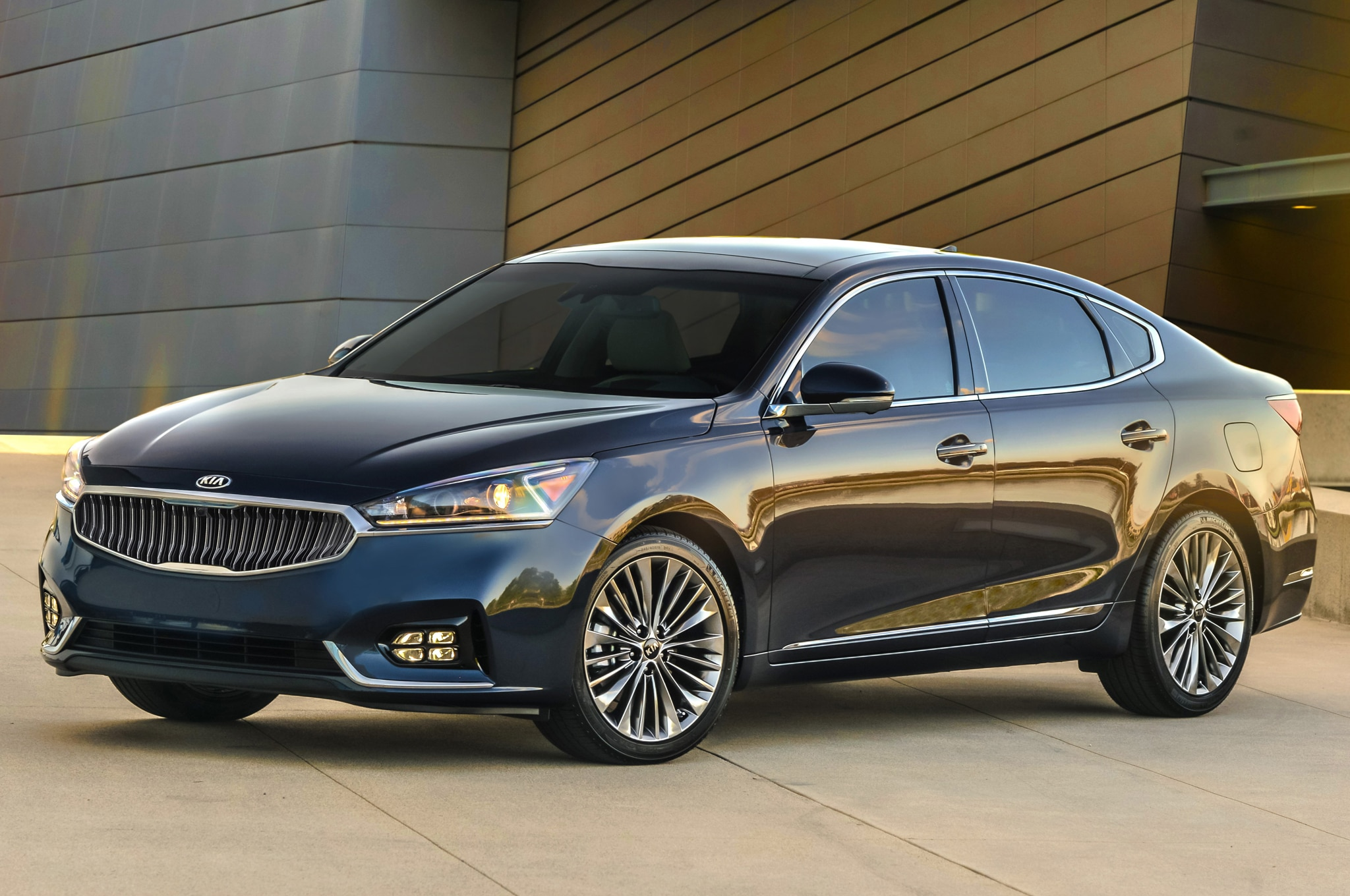 2017 Kia Cadenza Sedan Bows in New York | Automobile Magazine