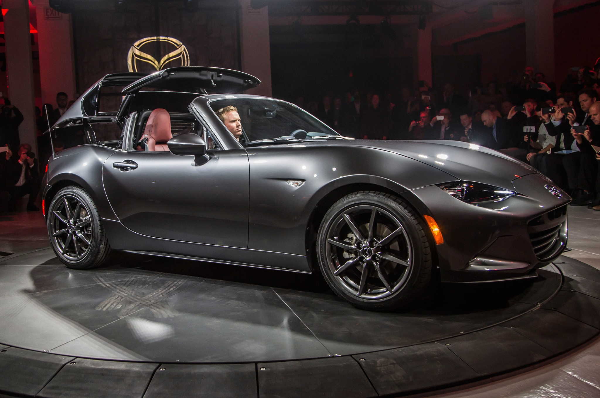 2017 mazda mx 5 miata retractable fastback debuts. Black Bedroom Furniture Sets. Home Design Ideas