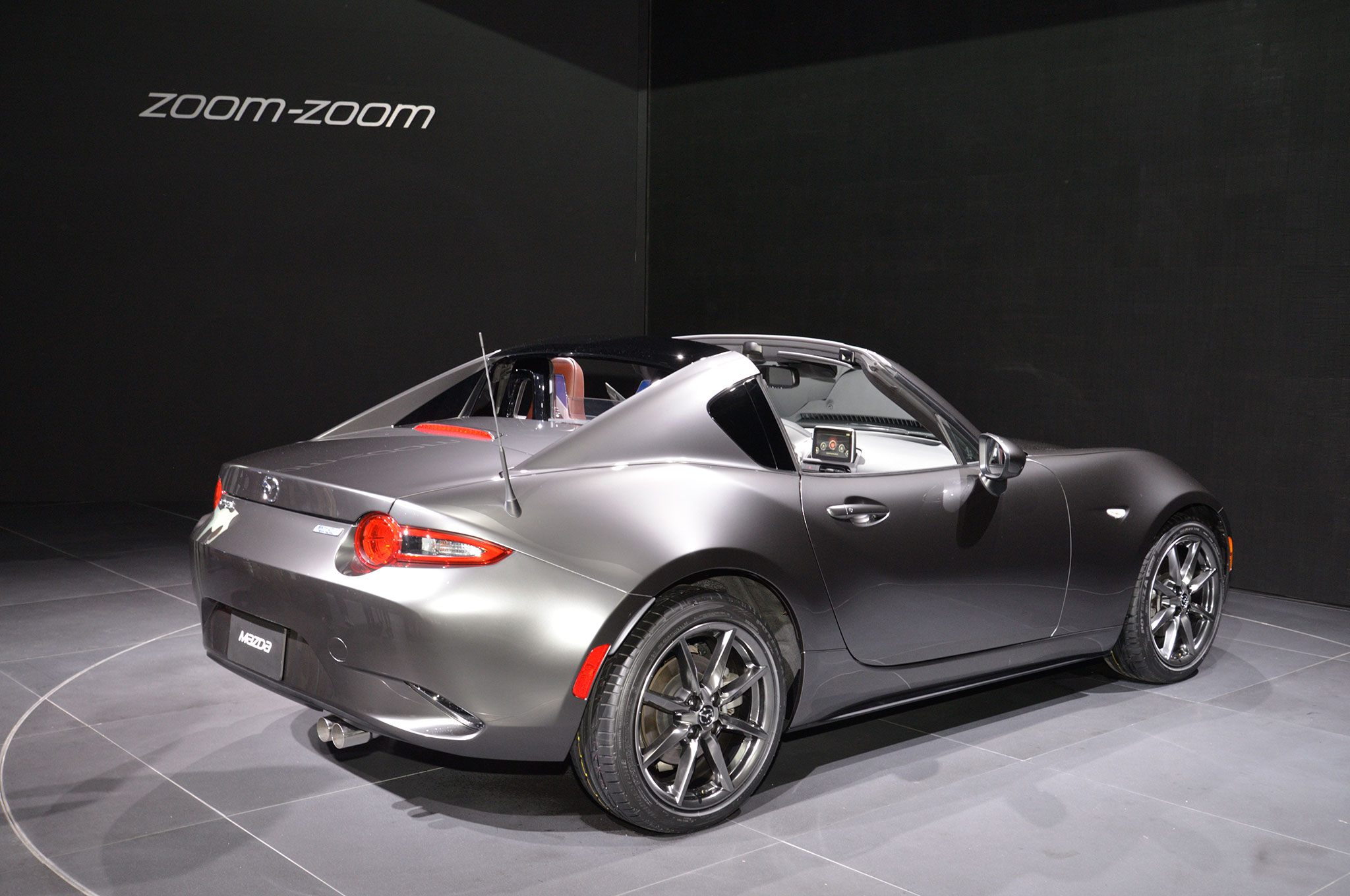 2017 mazda mx 5 miata rf exclusive features revealed. Black Bedroom Furniture Sets. Home Design Ideas