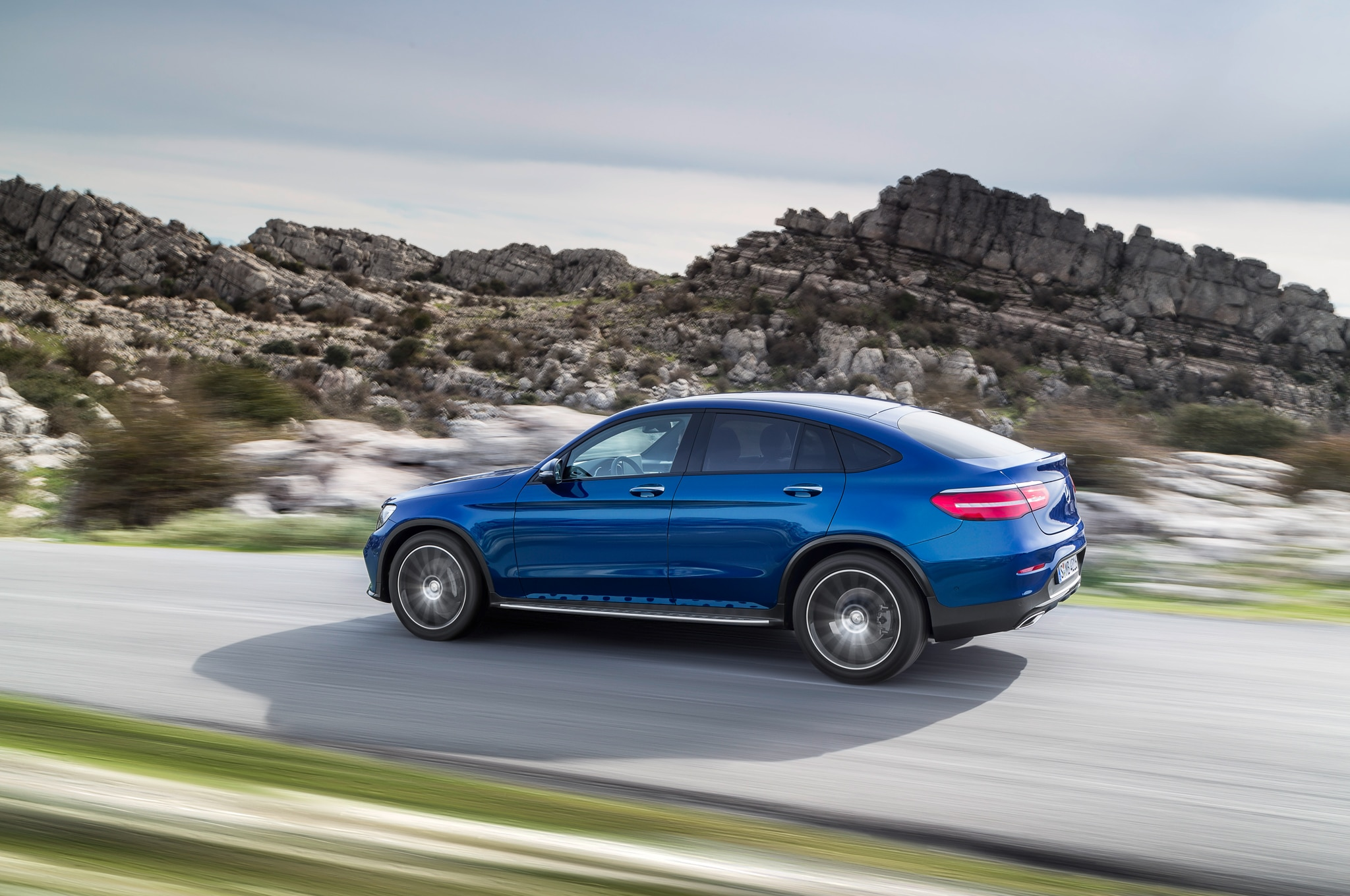2017 mercedes benz glc coupe debuts in new york for Mercedes benz glc 2017