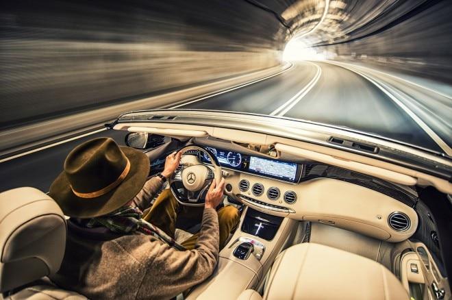 2017 Mercedes Benz S500 Cabriolet cabin 01