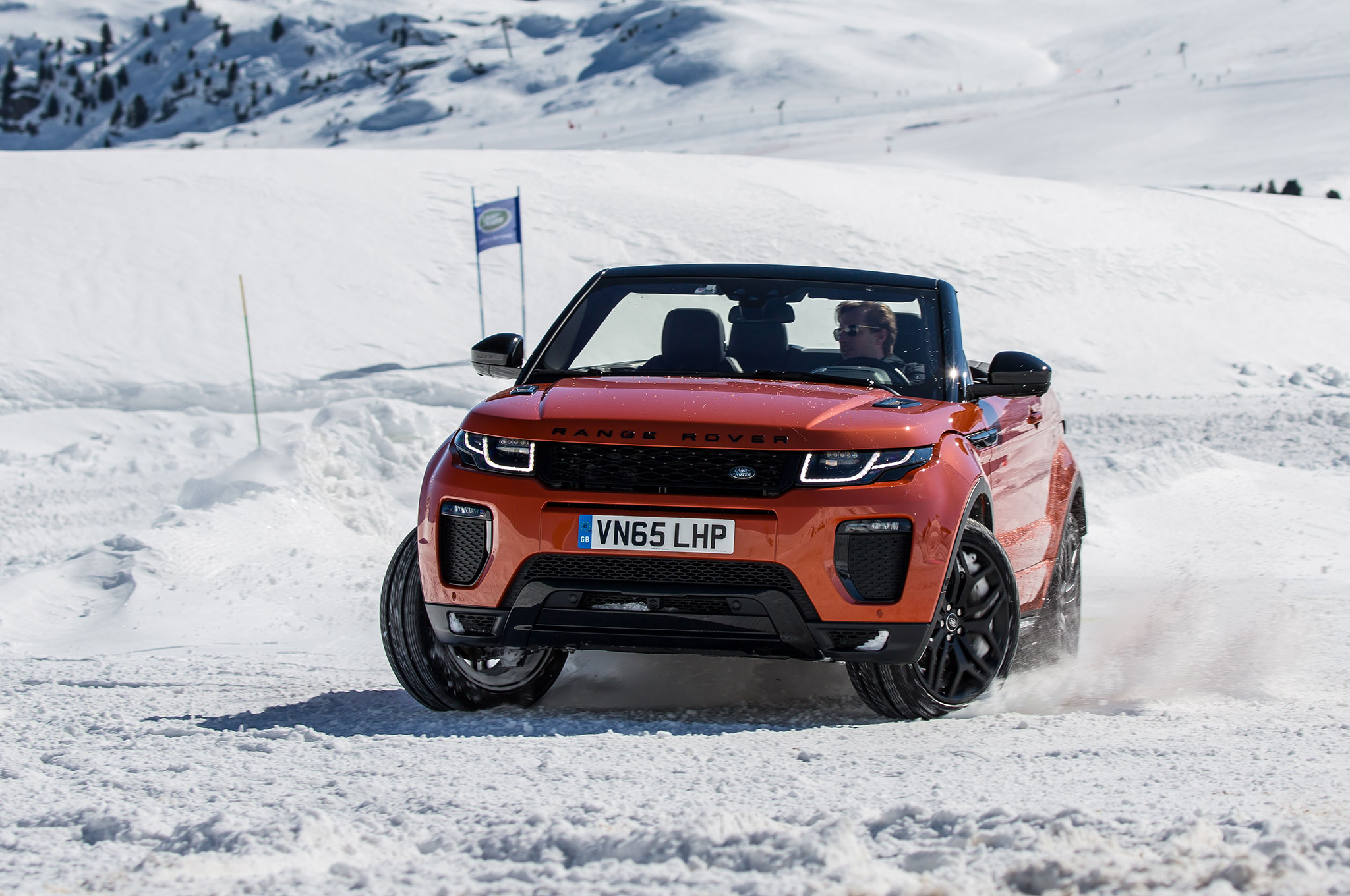 http://st.automobilemag.com/uploads/sites/11/2016/03/2017-Range-Rover-Evoque-Convertible-front-three-quarter-on-snow-03.jpg