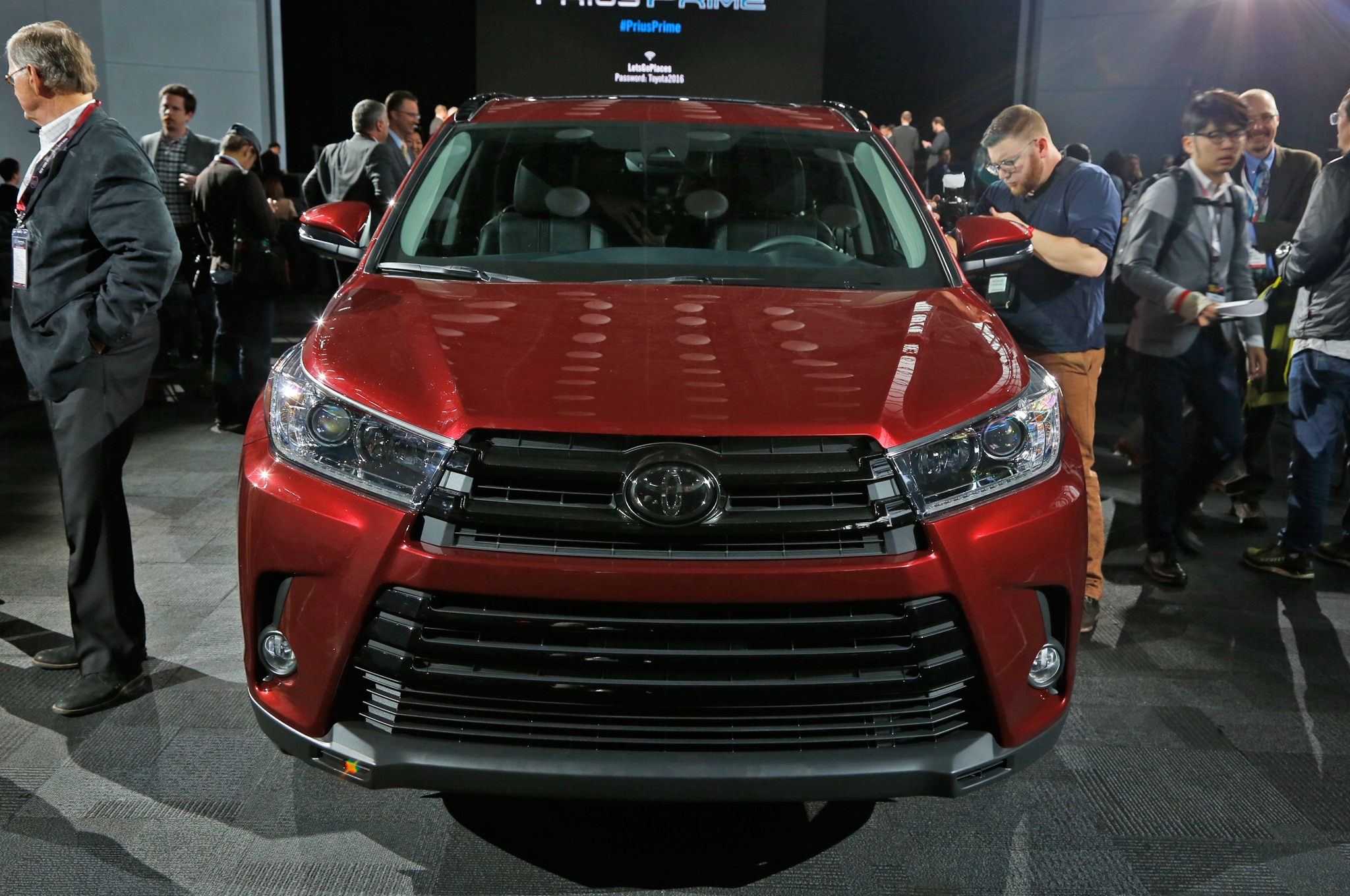 2017 Toyota Highlander Brings New Engine, Fresh Design to New York ...