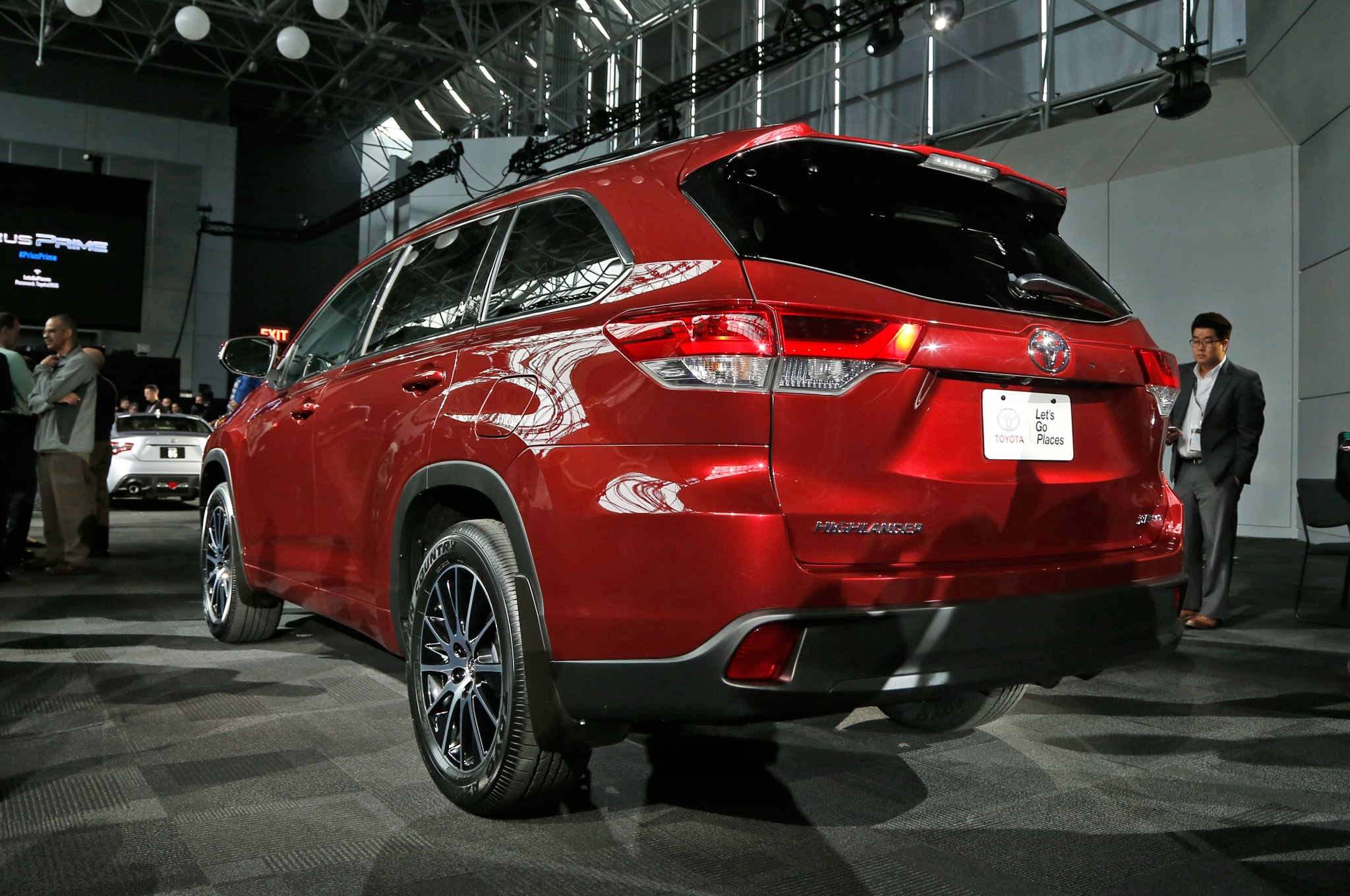 2017 Toyota Highlander Brings New Engine, Fresh Design to ...