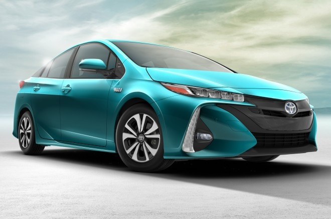 2017 Toyota Prius Prime Front Side View 660x438