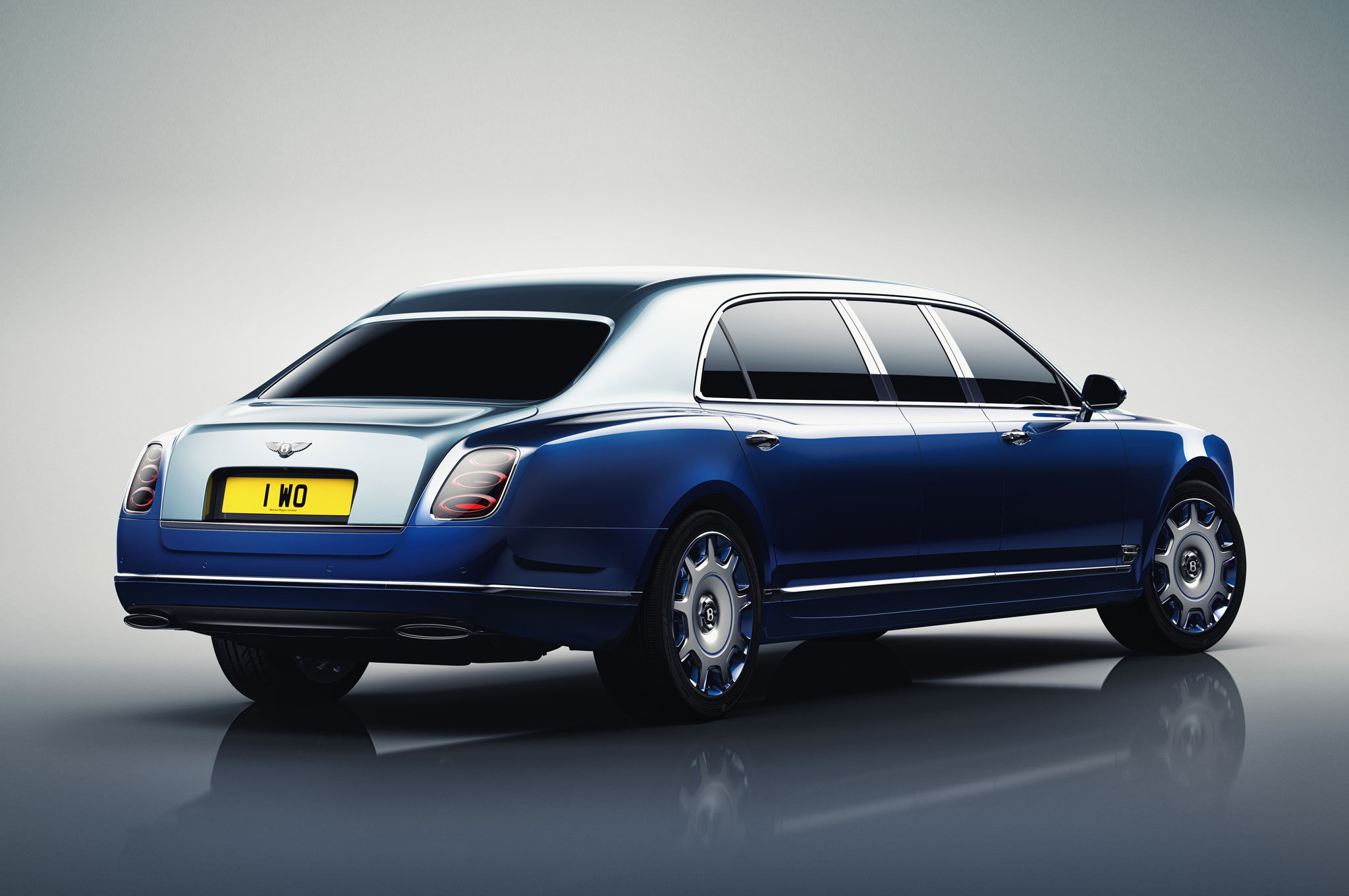 bentley mulsanne grand limousine is an ultra lux six. Black Bedroom Furniture Sets. Home Design Ideas