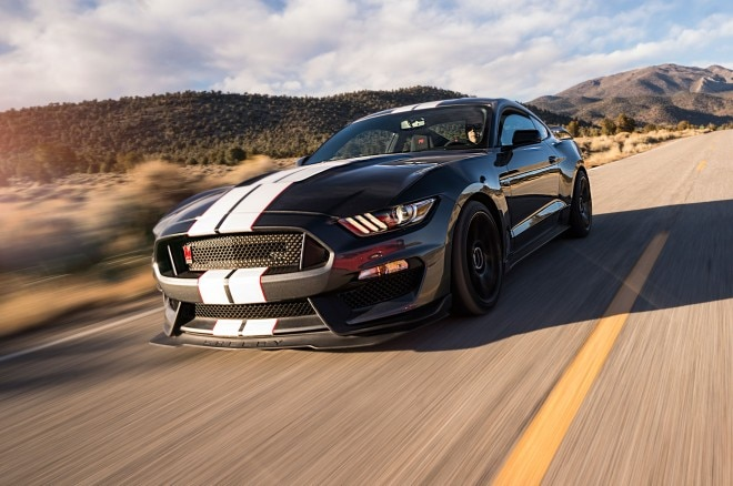 Ford Shelby GT350 front three quarter in motion 04