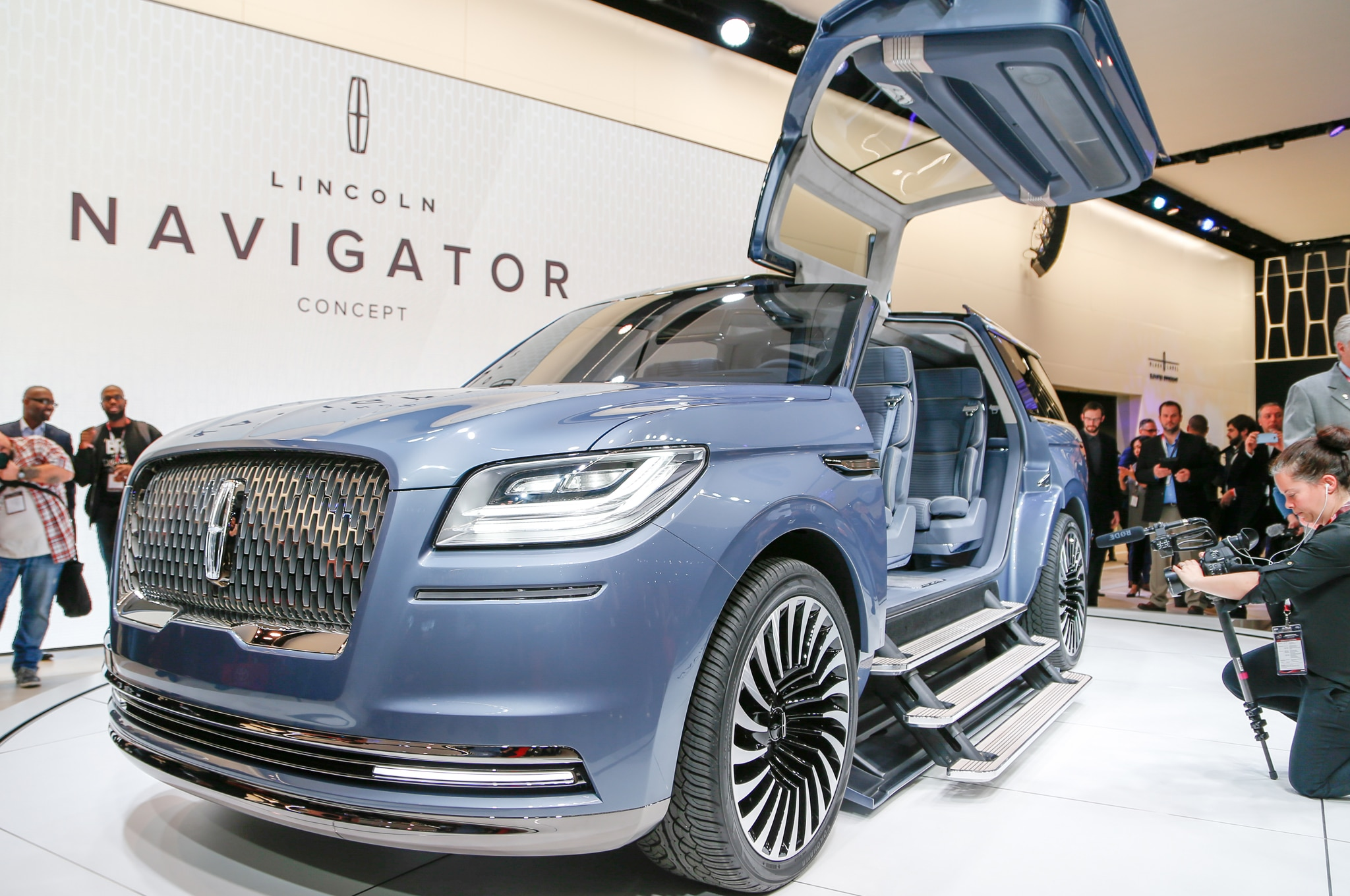 Lincoln Navigator Concept Debuts At 2016 New York Auto Show