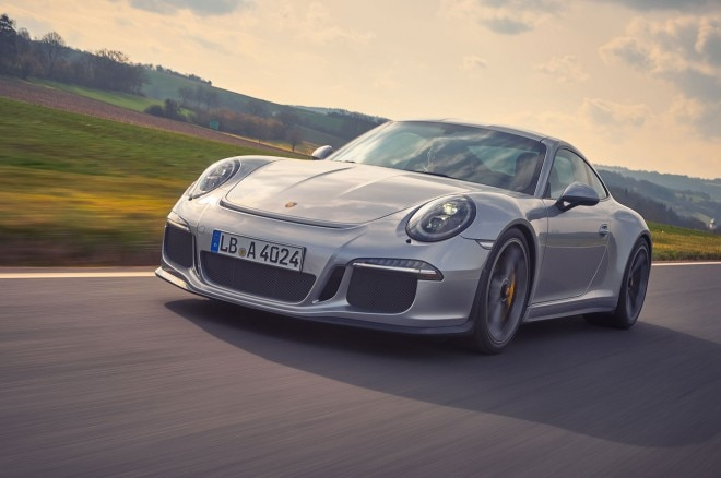 Porsche 911R front three quarter in motion 41