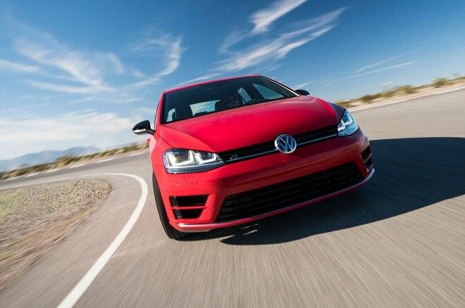 Volkswagen Golf R front view in motion 05