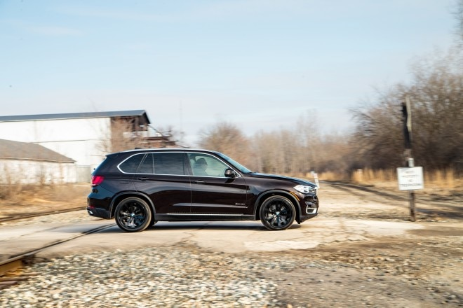 2016 BMW X5 xDrive40e side in motion