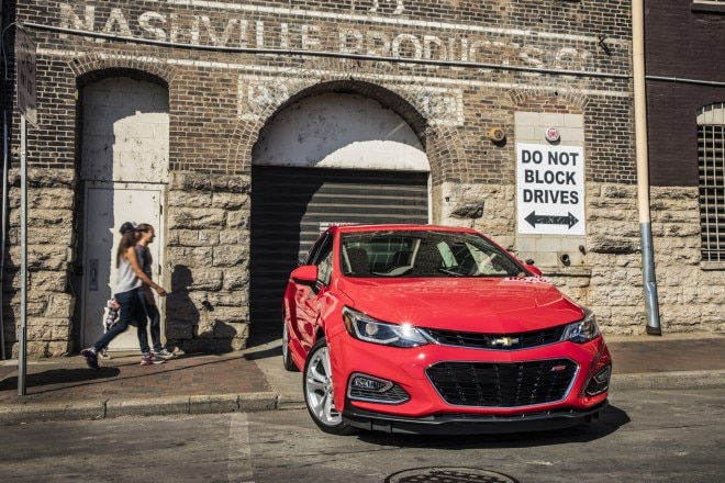 2016 Chevrolet Cruze front end 02