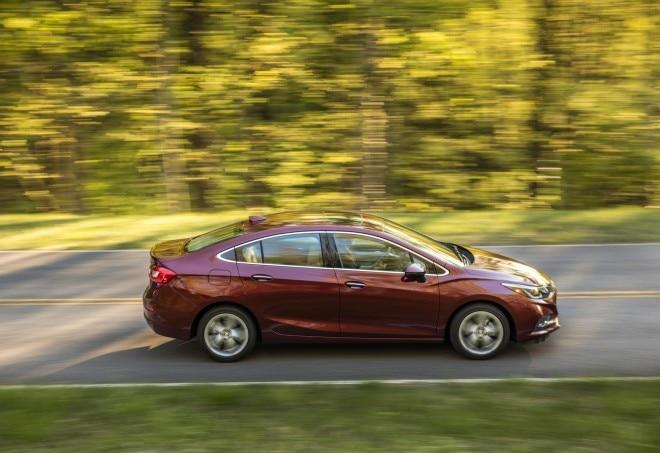 2016 Chevrolet Cruze side in motion 02