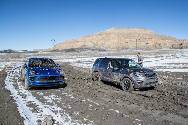 2016 Land Rover Discovery Sport HSE Luxury in mud 05