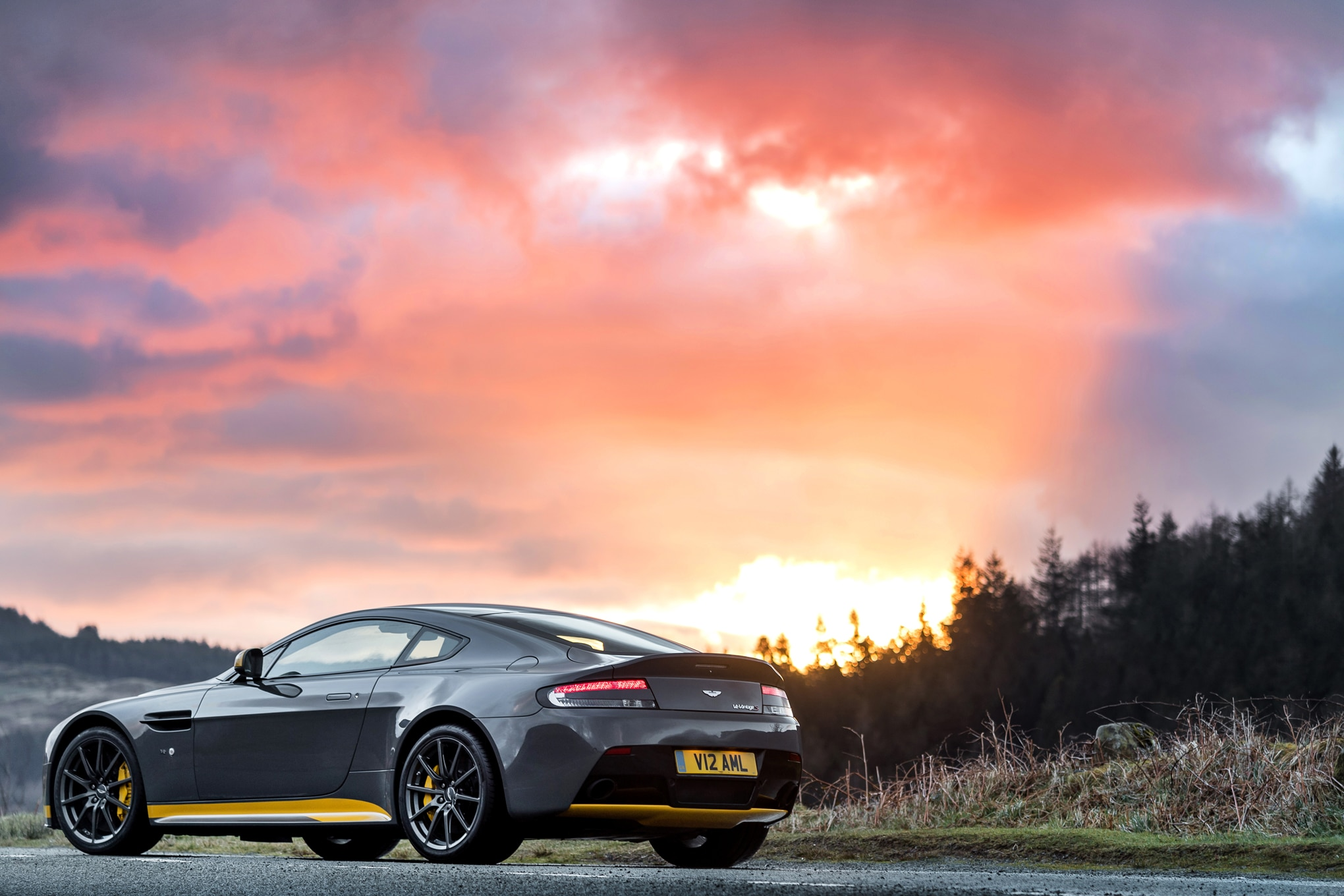 watch the 2017 aston martin v12 vantage s attempt 205 mph on ignition. Black Bedroom Furniture Sets. Home Design Ideas