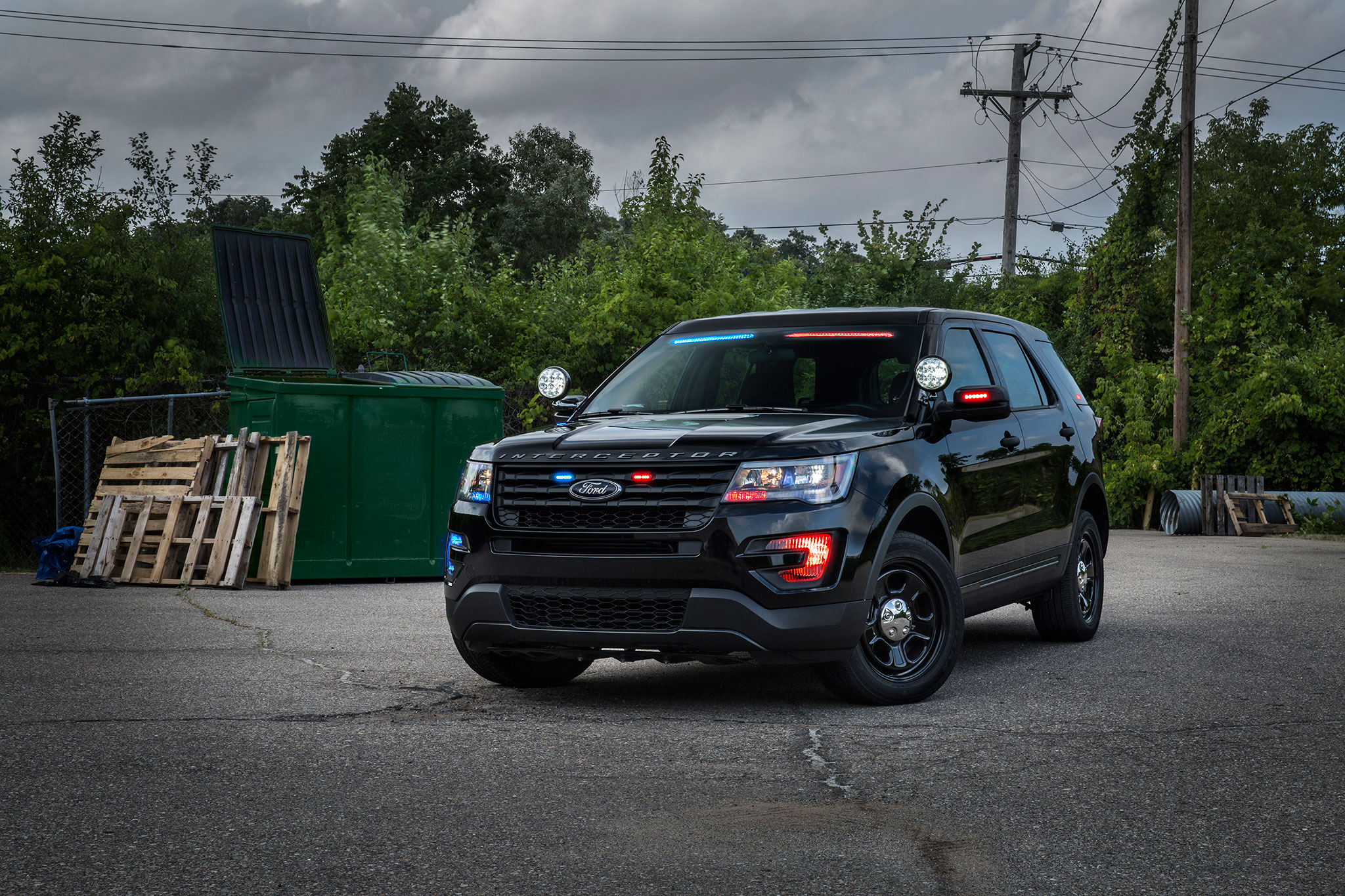 2017 Ford Police Interceptor Utility No Profile light bar front three ...