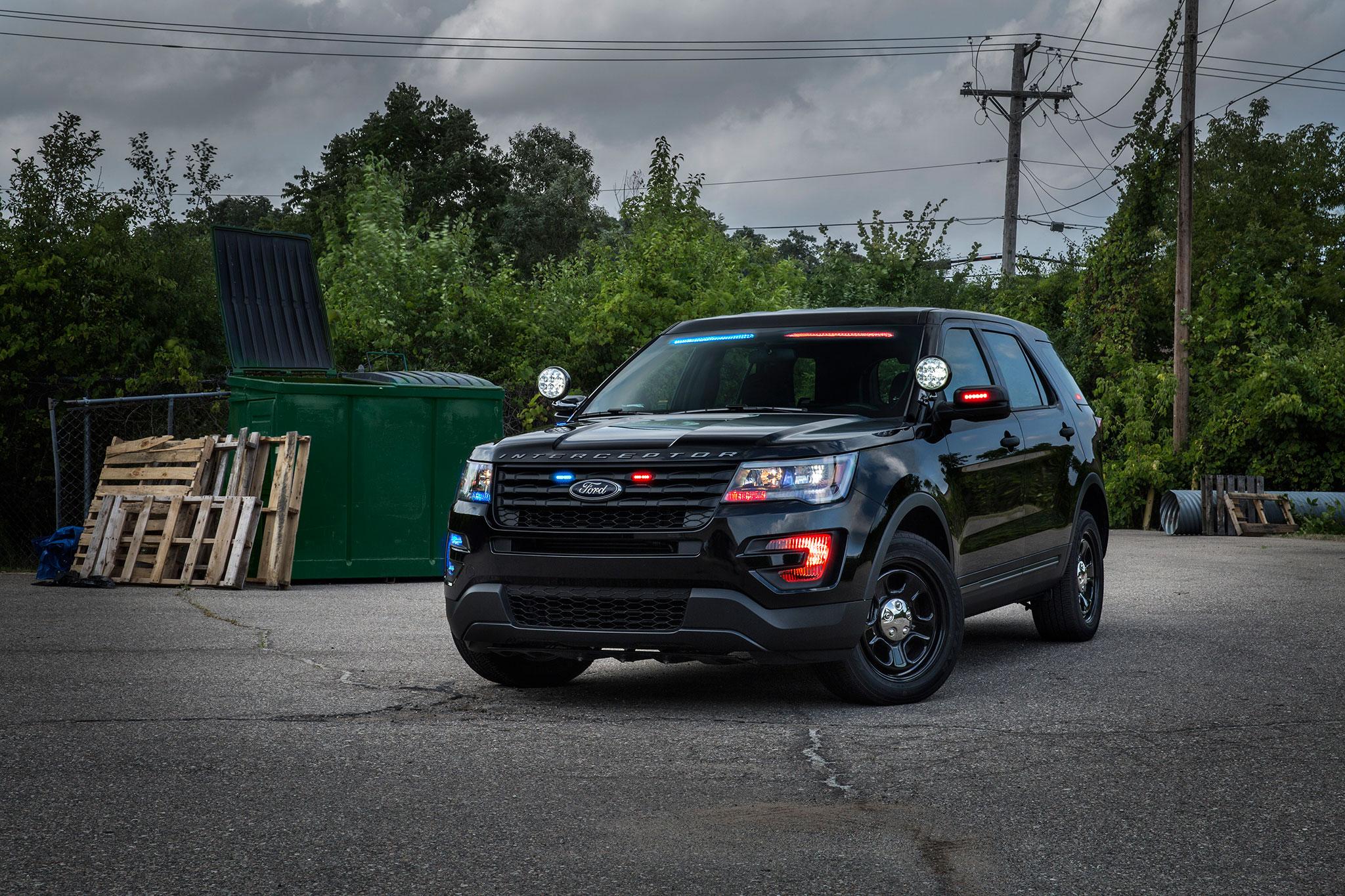 Ford Police Interceptor Utility Gets Subtle No Profile Light Bar Automobile