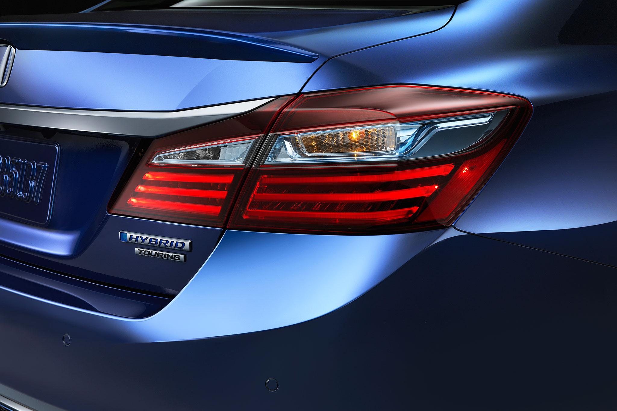 2017 Honda Accord Hybrid Gets More Power, Improved Efficiency ...