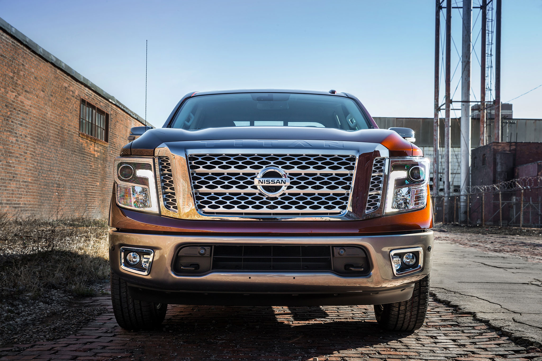 2017 nissan titan v 8 crew cab first drive road test and review automobile magazine. Black Bedroom Furniture Sets. Home Design Ideas