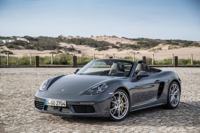 2017 Porsche 718 Boxster front three quarter 2